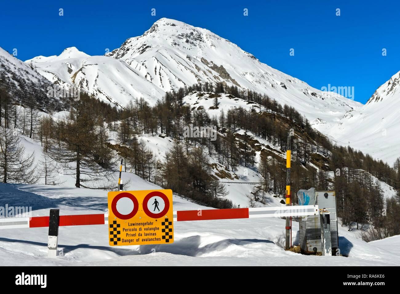 Winter closure of the roads between La Motta and Livigno over the Pass Forcola di Livigno due to avalanche danger, La Motta - Stock Image