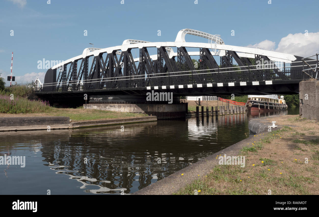 Sutton Weaver Swing Bridge, Sutton Weaver, Frodsham, Cheshire, England, UK. - Stock Image