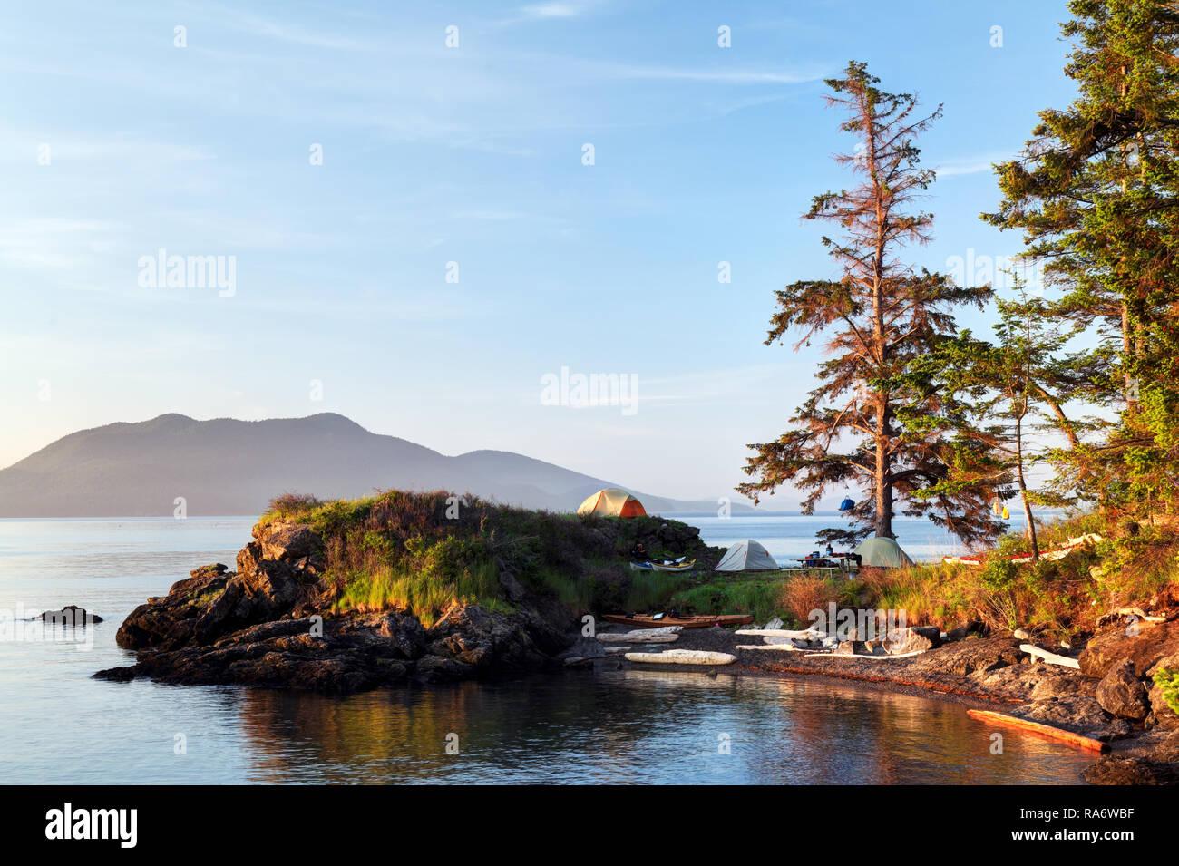 Sea kayakers camp on Doe Island, San Juan Islands, Washington State, USA - Stock Image