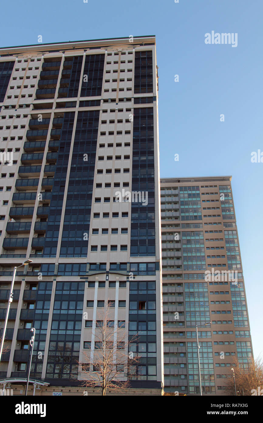 Two, high rise, block of flats in the Gorbals area of Glasgow, Scotland. Alan Wylie/ALAMY © - Stock Image