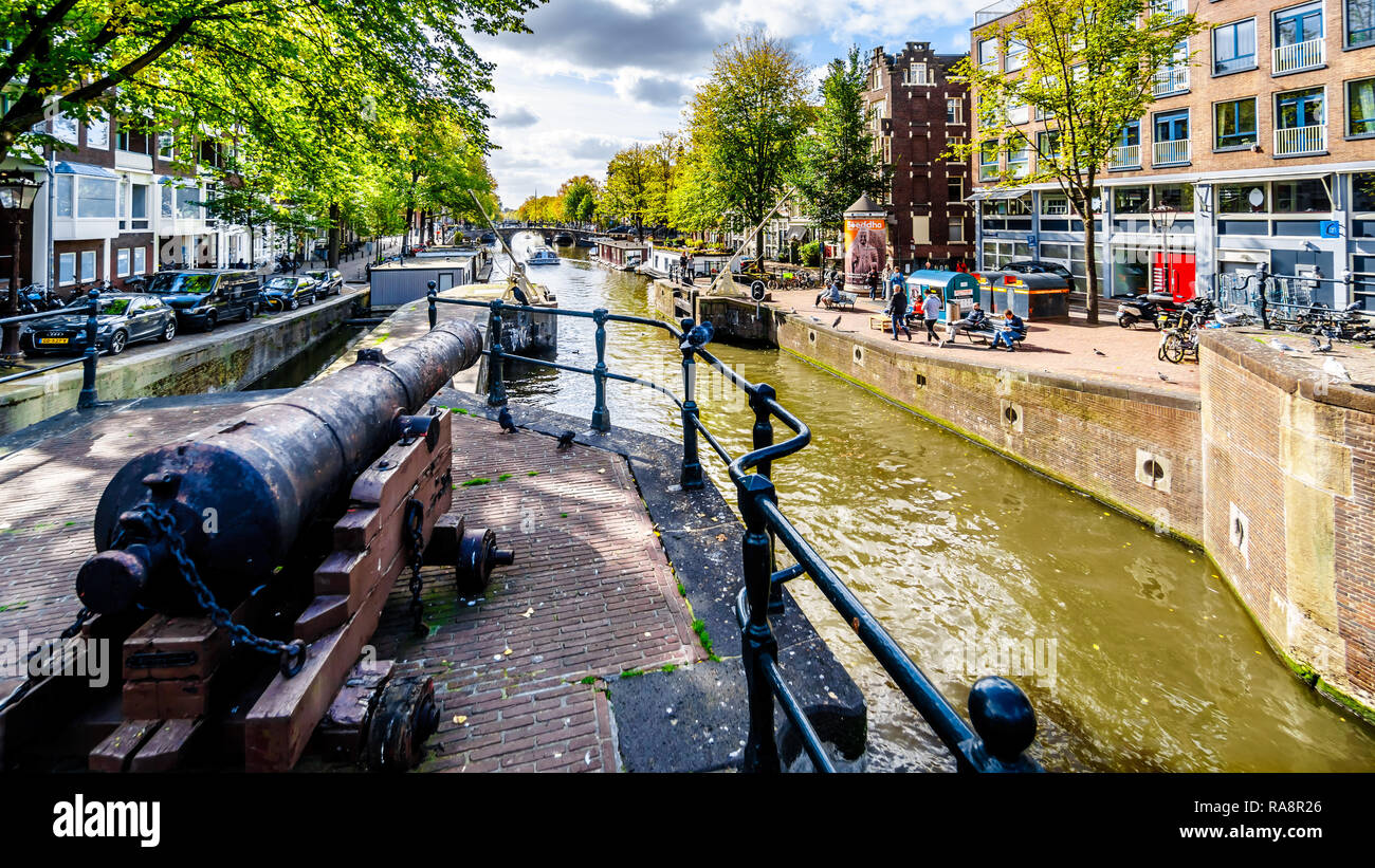 Historic Cannon at the Eenhoornsluis lock at the Haarlemmerstraat and the Korte Prinsengracht canal in the heart of Amsterdam in the Netherlands - Stock Image