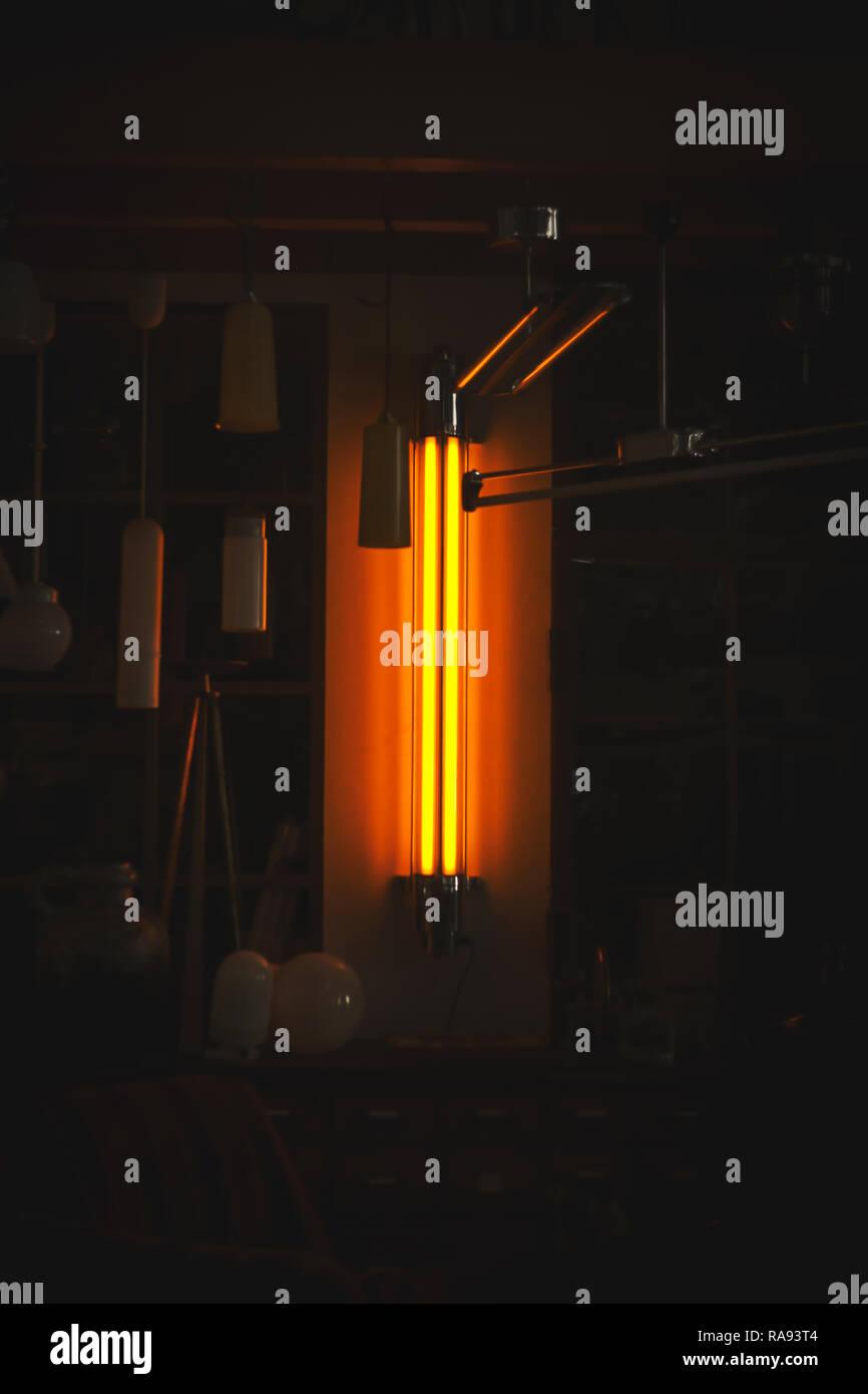 Neon light. Neon Licht. In a dark room. In einem dunklen Raum. - Stock Image