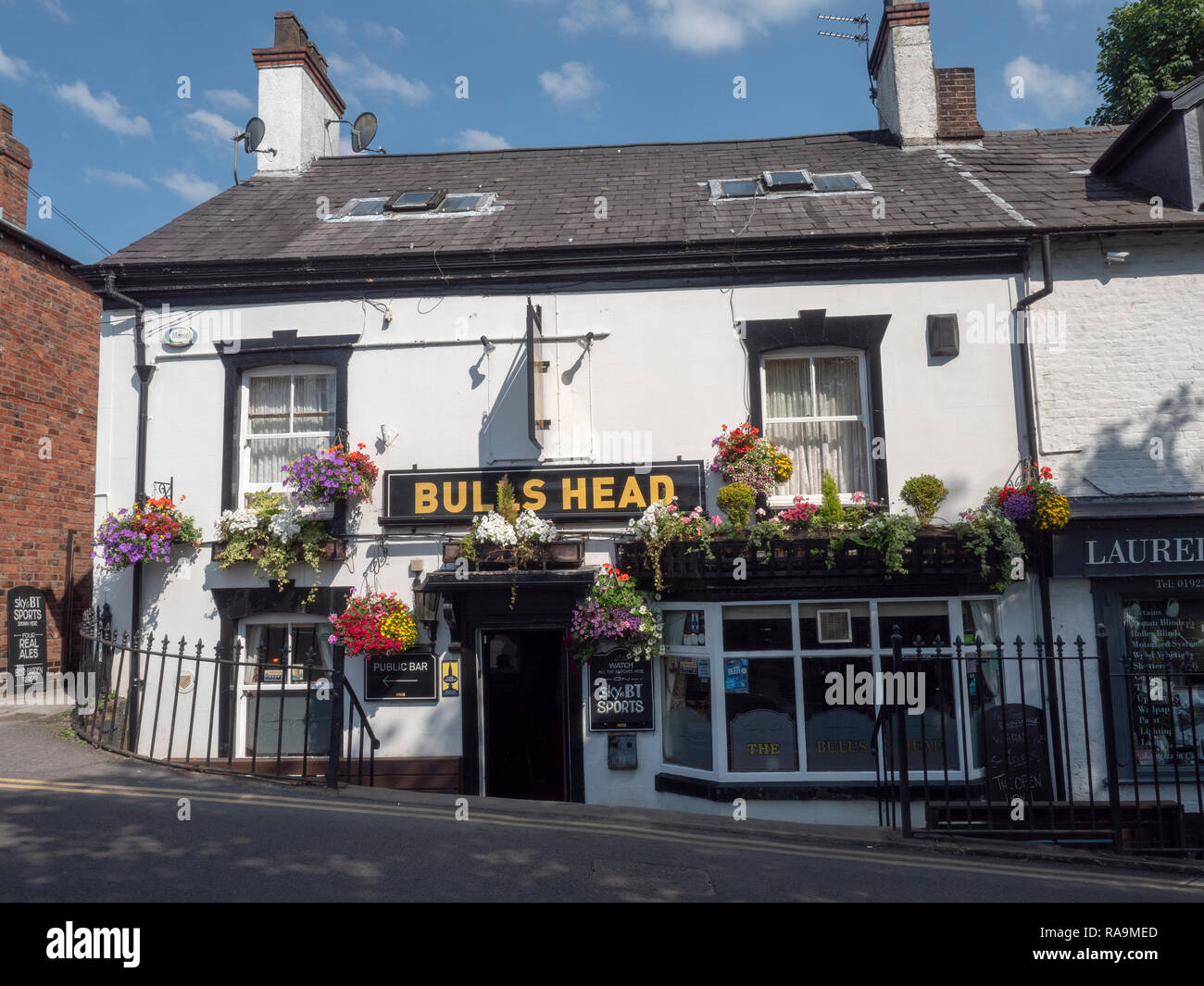 The Bulls Head public house, The Cross, Lymm, Cheshire, England, UK - Stock Image