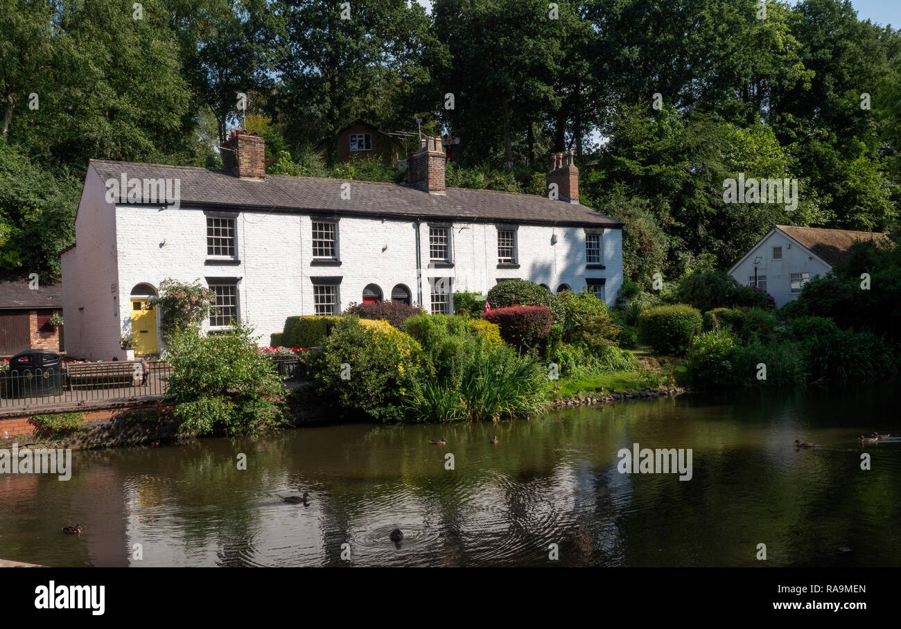 Cottages in The Dingle, Lymm, Cheshire, England, UK. - Stock Image