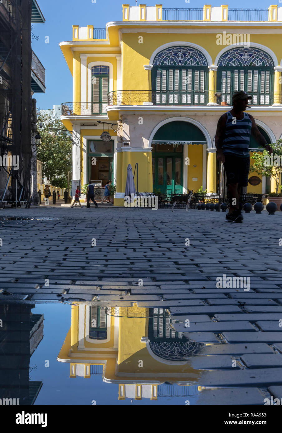 Colonial building of Plaza Vieja reflected in puddle - Stock Image