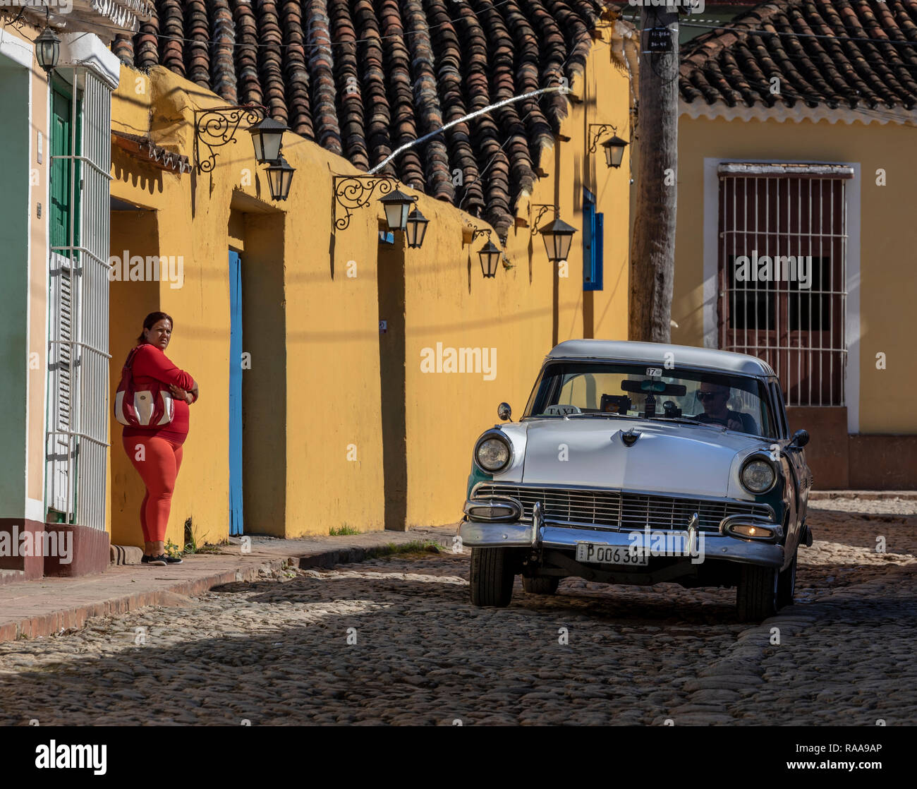 Classic car on cobblestone paved Calle Boca, Trinidad, Cuba - Stock Image