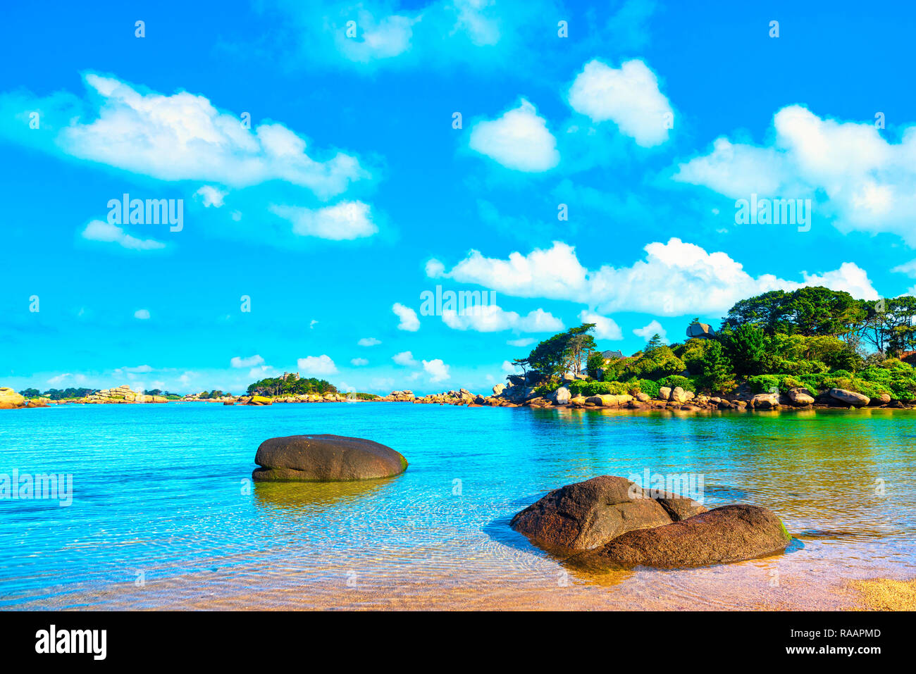 Ploumanach, ock and bay beach in morning. Pink granite coast, Perros Guirec, Brittany, France. Europe Stock Photo