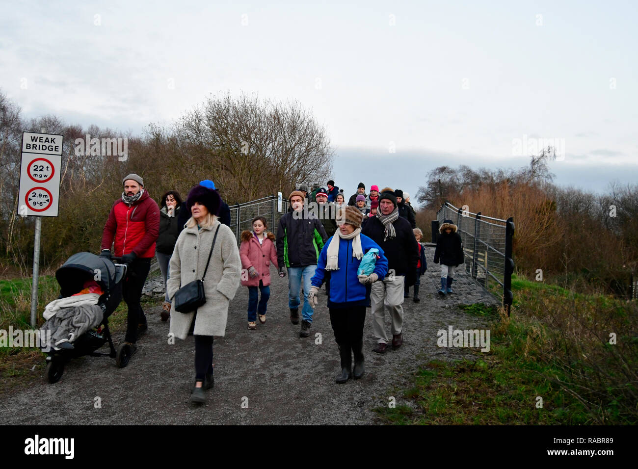 Hundreds of people turned up at Ham Wall Nature Reserve at Shapwick Heath to watch the Starling Murmeration in Somerset. Robert Timoney/Alamy/Live/News - Stock Image