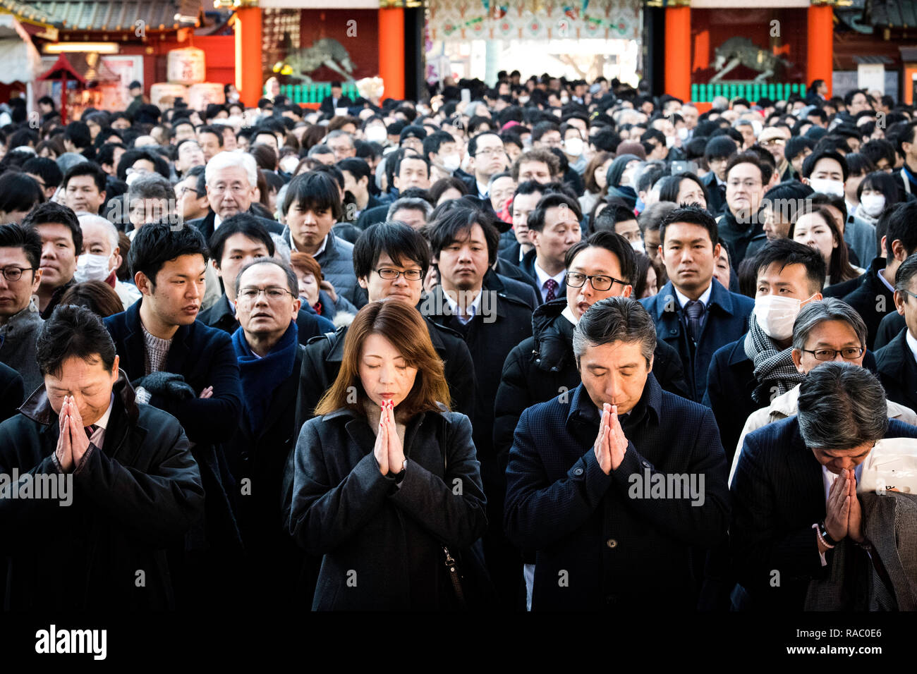 Tokyo, Japan. 4th Jan, 2019. TOKYO, JAPAN - JANUARY 4: People offer prayers on the first business day of the year at the Kanda Myojin shrine, which is known to be frequented by worshippers seeking good luck and prosperous business, in Tokyo, Japan, January 4, 2019. (Photo: Richard Atrero de Guzman/Aflo Photo) Credit: Aflo Co. Ltd./Alamy Live News - Stock Image