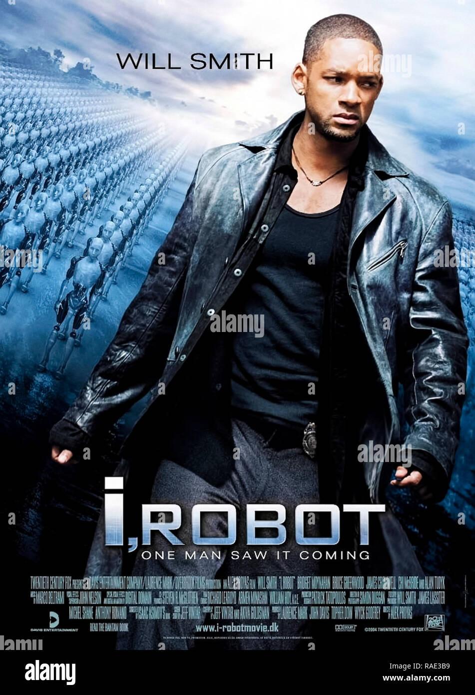 2004 US poster for 'I, Robot' featuring Will Smith as a technophobic detective sharing some details from the eponymous collection of short stories by Isaac Asimov. - Stock Image