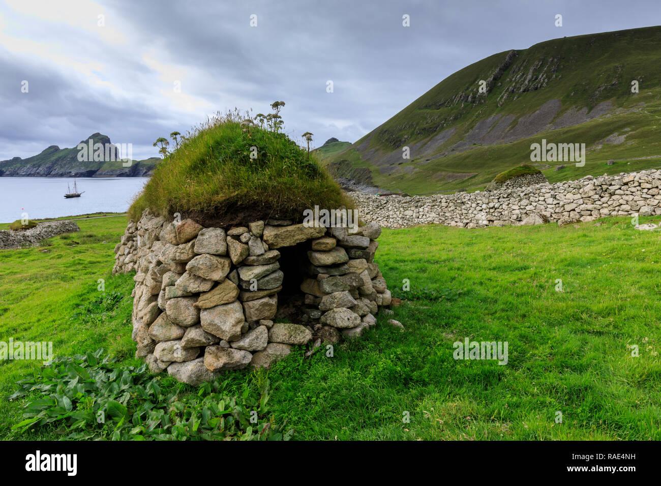 Cleit, food store and Village Bay, evacuated village, Hirta, remote St, Kilda Archipelago, UNESCO, Outer Hebrides, Scotland, United Kingdom - Stock Image