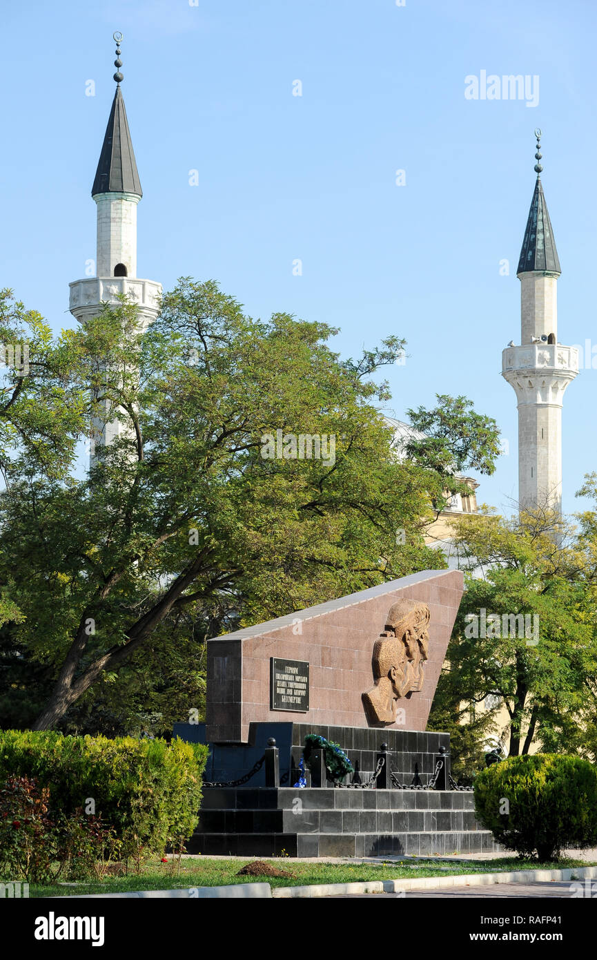 Monument to Soviet marines who died in Yevpatoria assault during WWII and Juma-Jami Mosque (Friday Mosque) built 1552 to 1564 designed by the Ottoman  - Stock Image