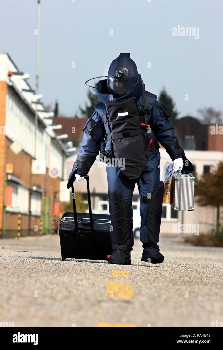 Forensic Suit High Resolution Stock Photography And Images Alamy