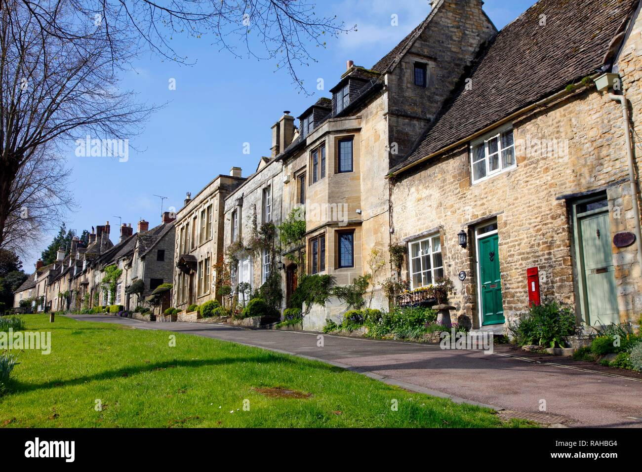 Old stone houses along High Street, Burford, Oxfordshire, Great Britain, Europe - Stock Image