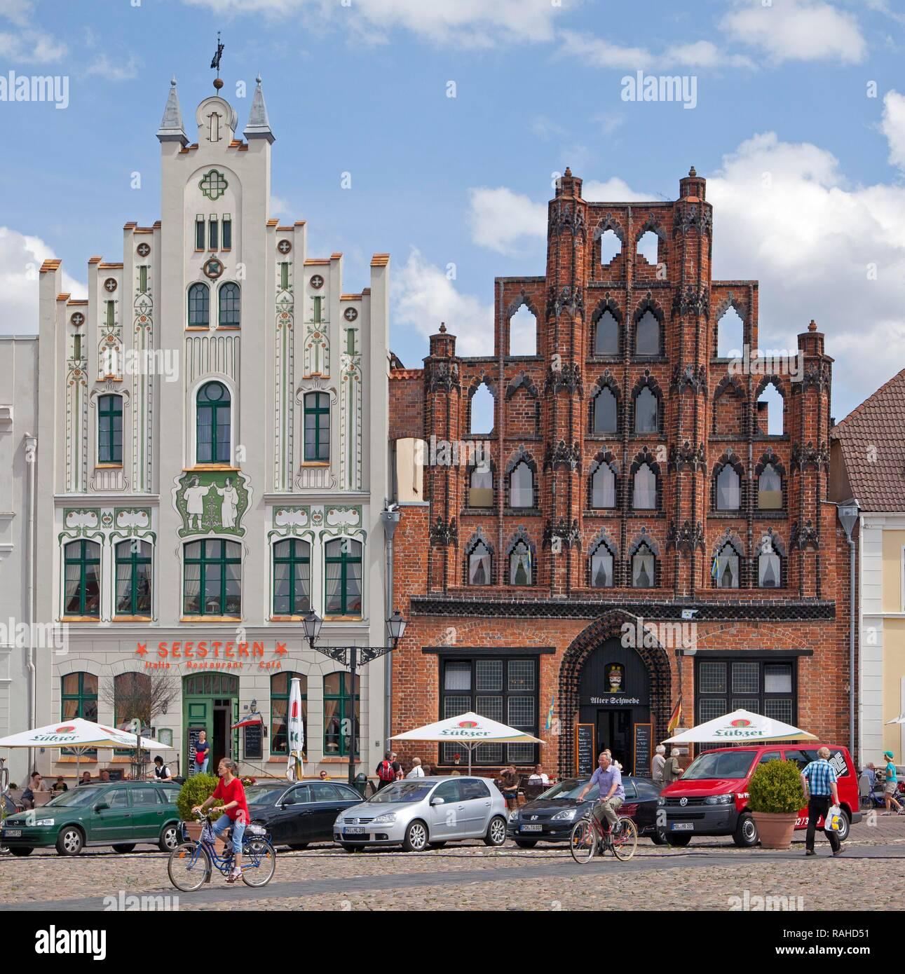 'Seestern' restaurant and 'Old Swede' warehouse, market square or market place, Wismar, Mecklenburg-Western Pomerania, Germany - Stock Image