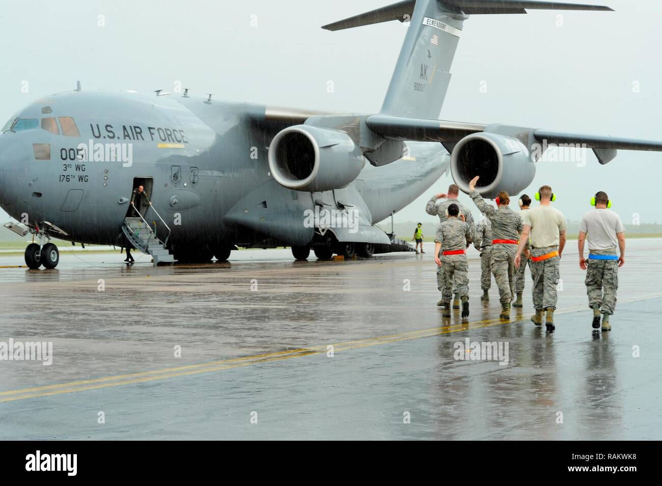 U.S. Airmen exit a C-17 Globemaster arriving from Joint Base Elmendorf-Richardson, Alaska, on the flightline at Royal Australian Air Force (RAAF) Base Tindal, Feb. 13, 2017. The Airmen arrived to support twelve F-22 Raptors, joining approximately 200 Airmen at RAAF Base Tindal as part of the Enhanced Air Cooperation (EAC) Initiative under the Force Posture Agreement between the U.S. and Australia. EAC creates the foundation for an enhanced rotational presence of U.S. military personnel in Australia to promote interoperability, build upon our already strong alliance, and reaffirm our commitment - Stock Image
