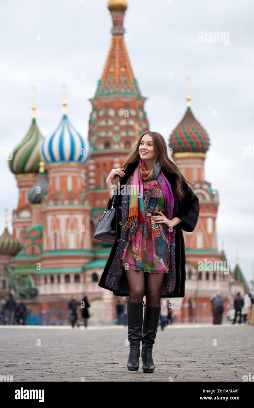 https://c8.alamy.com/comp/RAMA8F/portrait-in-full-growth-russian-beautiful-woman-in-a-mink-coat-on-the-red-square-in-moscow-RAMA8F.jpg