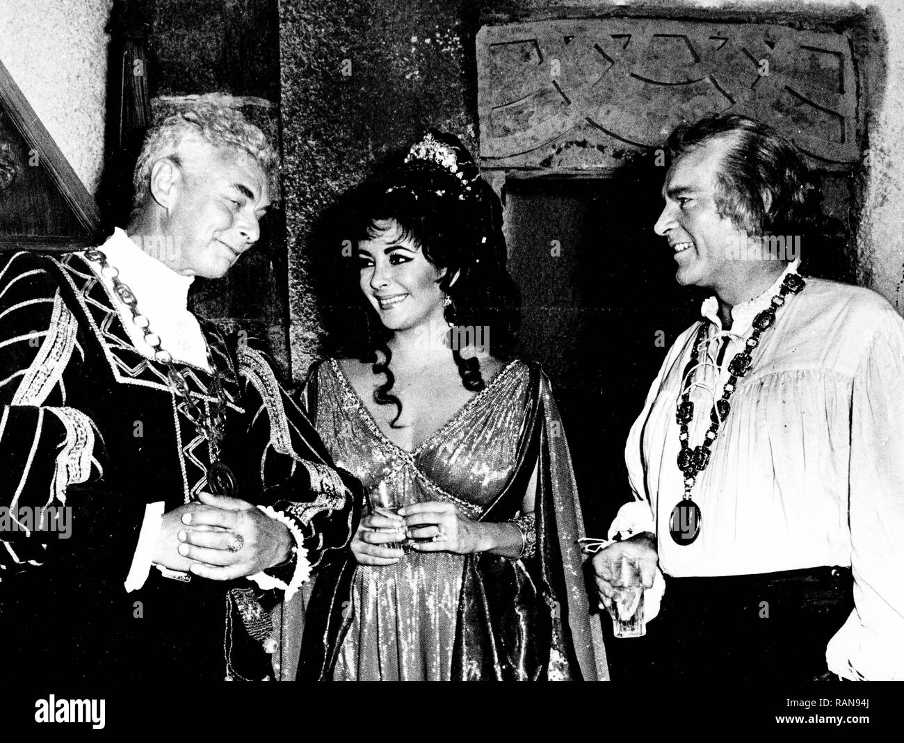 elizabeth taylor, richard burton, on set of the movie doctor faustus, 1967 - Stock Image