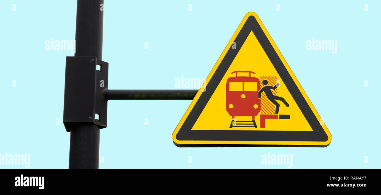Uelzen, Germany, December 21., 2018: Warning sign on the platform warning passengers of trains passing through. - Stock Image