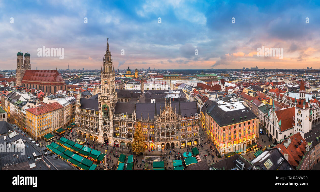Sunset panorama of the Marienplatz with Christmas Market in Munich, Germany - Stock Image