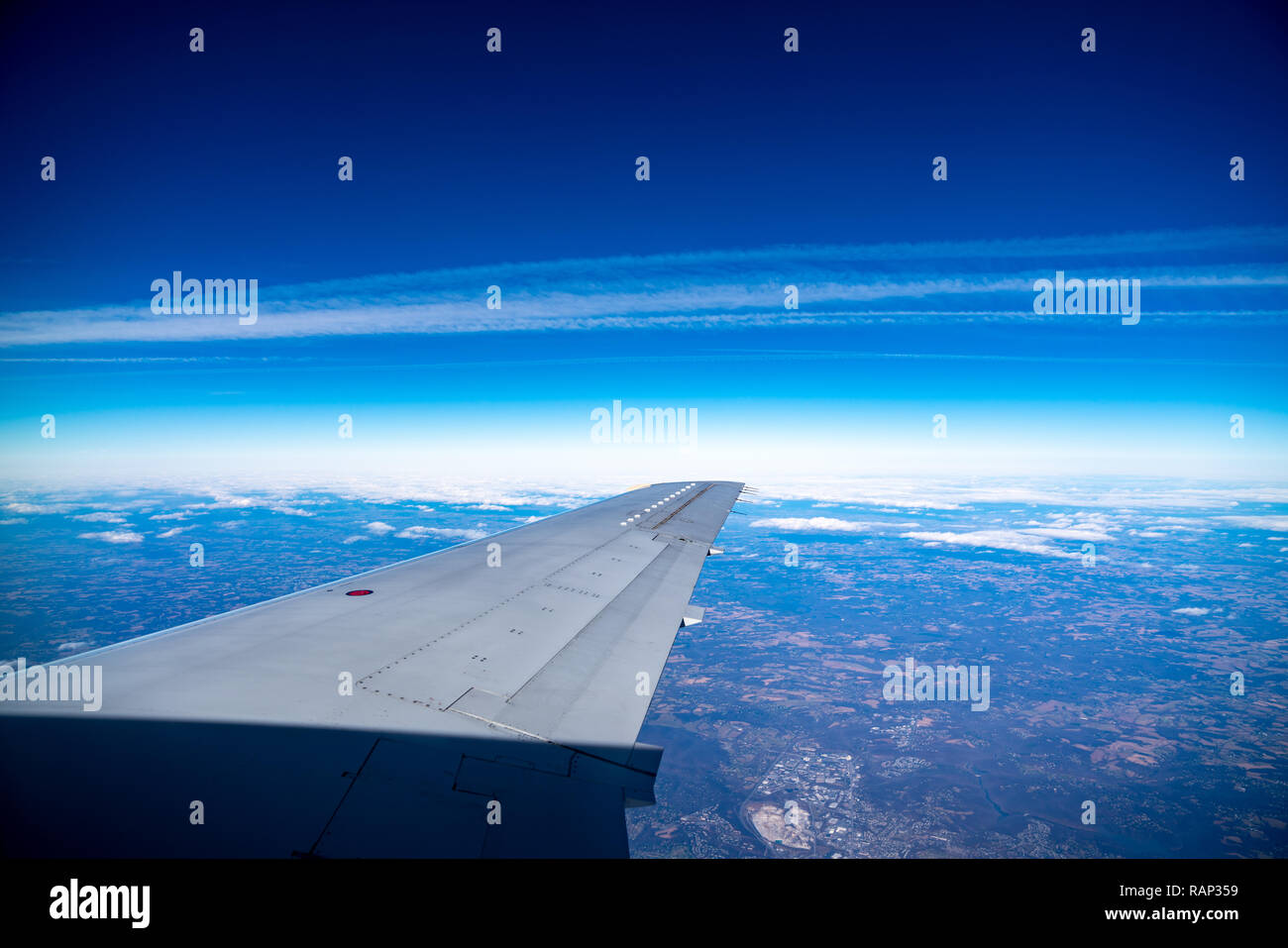 New York, USA,  29DEC2018 - The wing of an Embraer ERJ-135 twin-jet is seen against the sky as it flyes over Virginia.  Photo by Enrique Shore - Stock Image