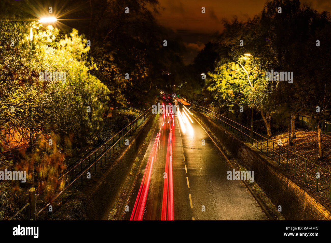 LED street lights and LED car head lights producing intense glare, reflection, and visual disturbance on the highway at night - Stock Image