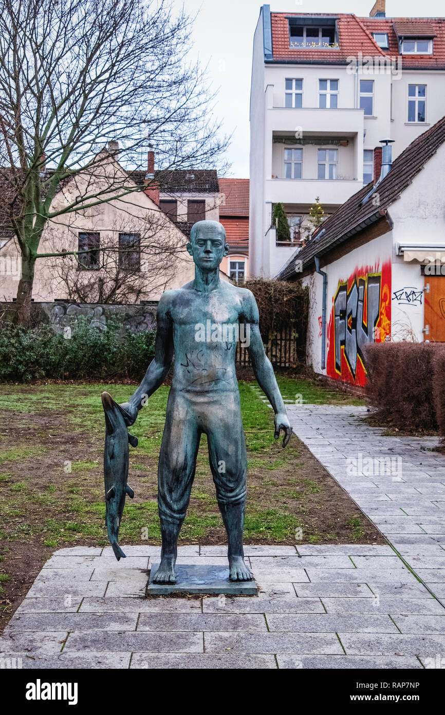 Berlin, Alt-Kopenick. Luisenhain State park with  Bronze sculpture, Fisher, by sculptor, Hans-Peter Goettsche - Stock Image