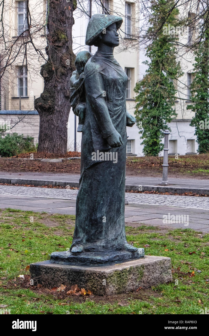 Alt-Köpenick,Berlin, Bronze Sculpture of Asian Woman carrying baby on back - Stock Image