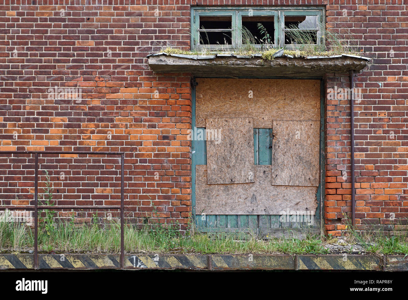 Abandoned an overgrown gate in VEB Weimar - Stock Image