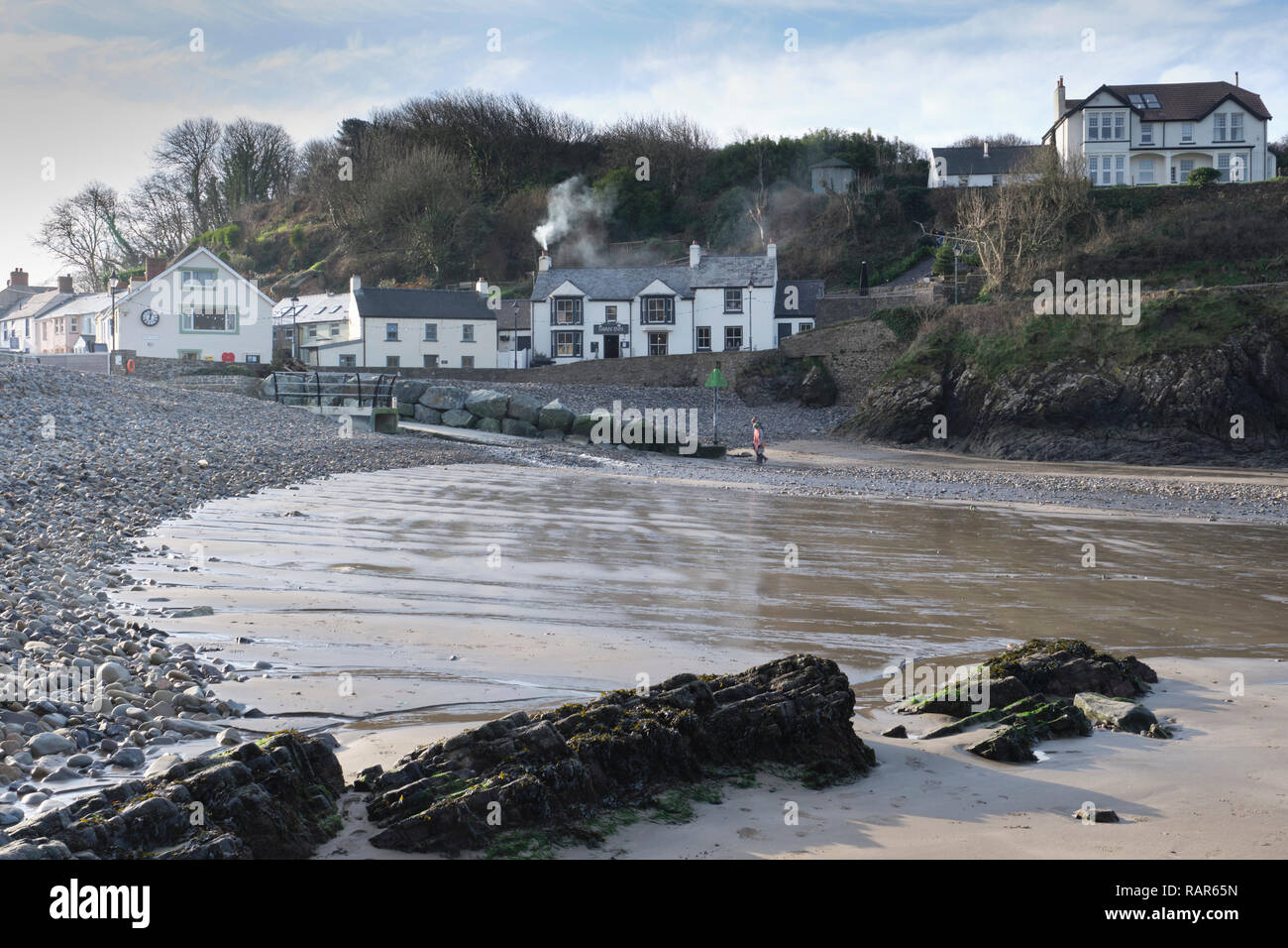 View of The Swan Inn taken from Little Haven beach, Pembrokeshire, Wales in Winter. - Stock Image