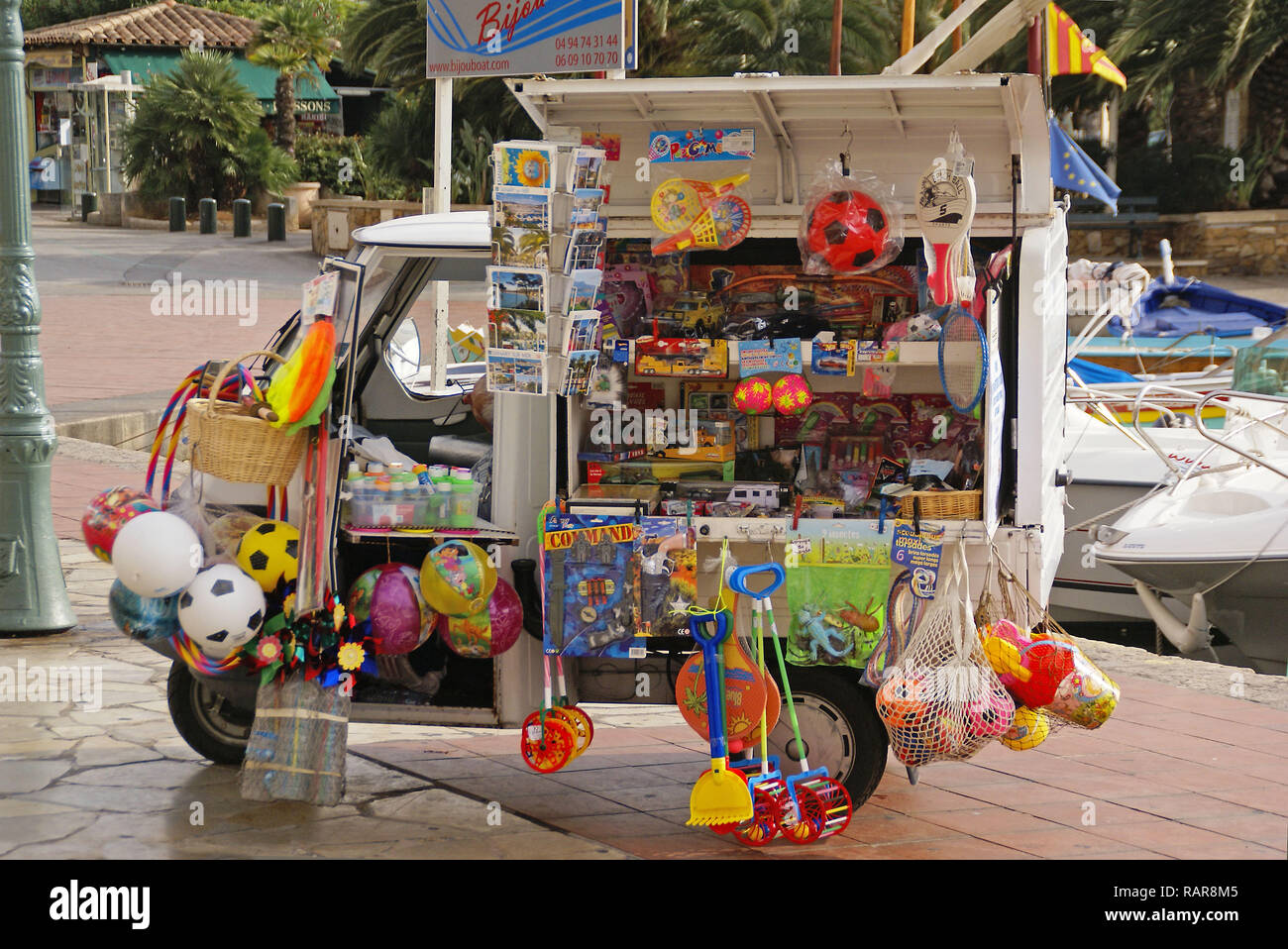 Provence in France: A mobile toy shop, spotted in Sanary-sur-Mer - Stock Image