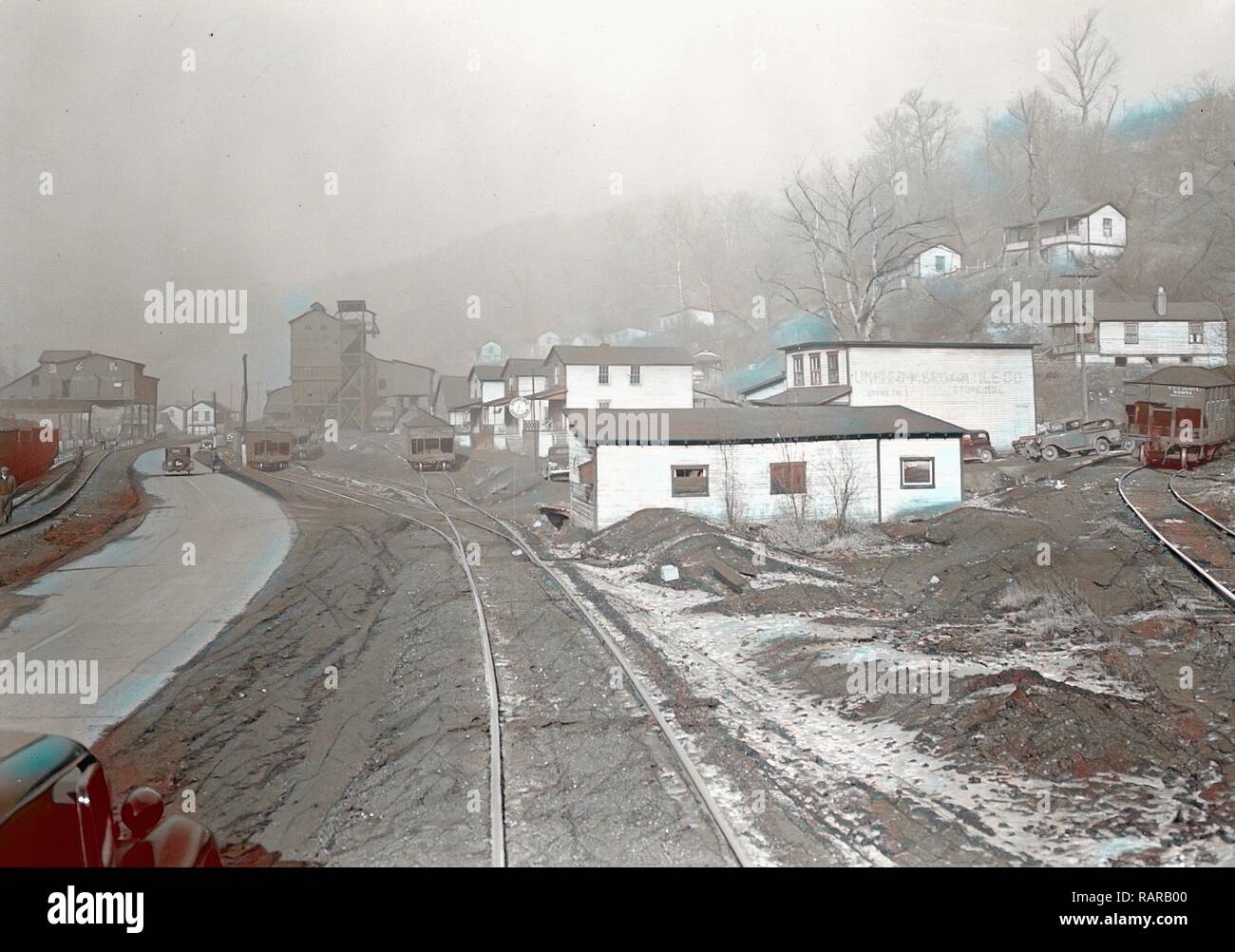 Scott's Run, West Virginia. Pursglove Mines Nos. 3 and 4 - This is the largest company of Scott's Run. Scene shows reimagined - Stock Image