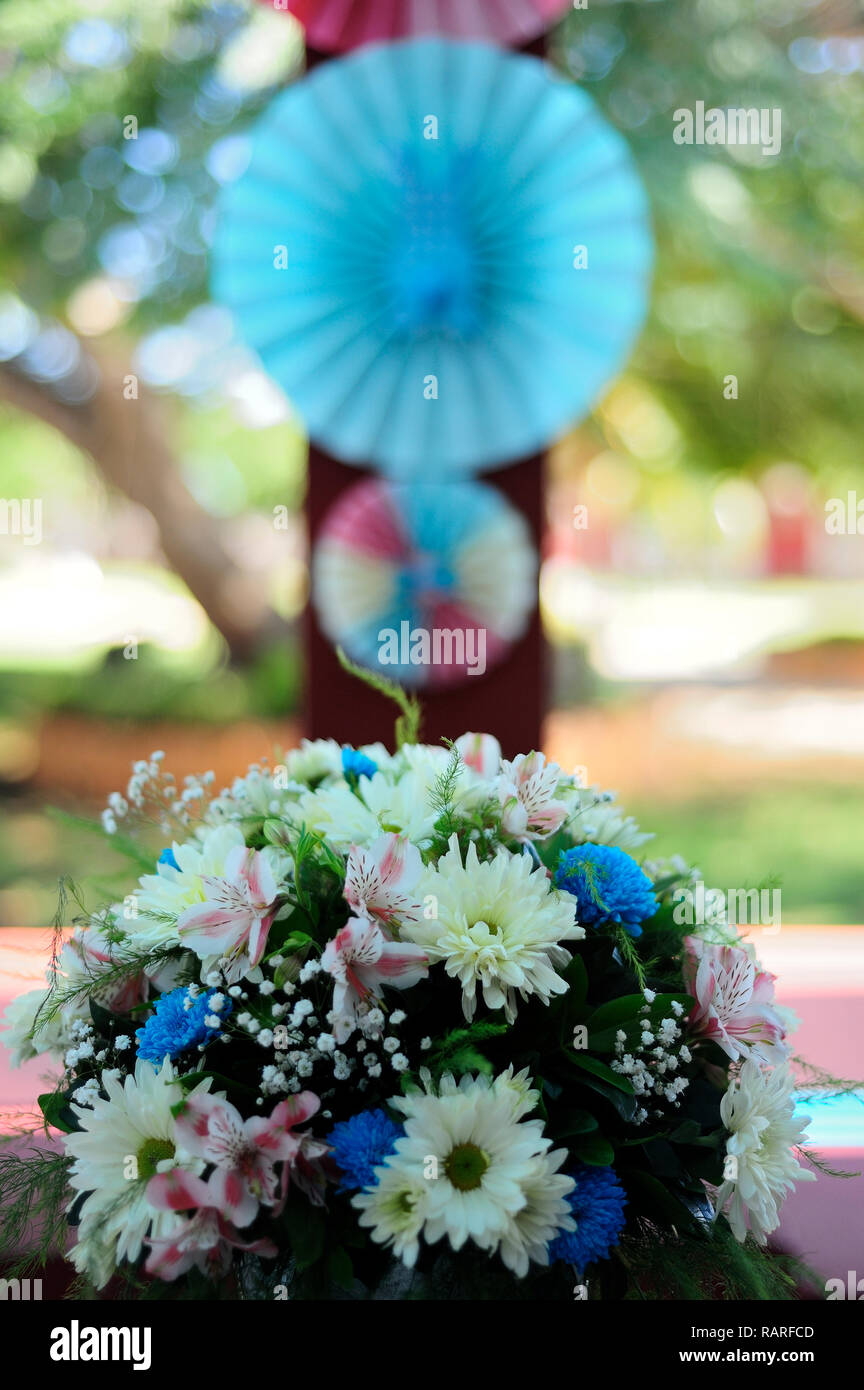 MERIDA, YUC/MEXICO - NOV 18, 2017: Twin babies's baptismal party venue decoration and gifts for guests. Bouquet of flowers - Stock Image