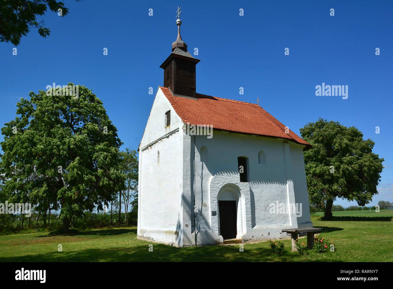 The white chapel in Buzsák. A fehér kápolna Buzsákon. - Stock Image