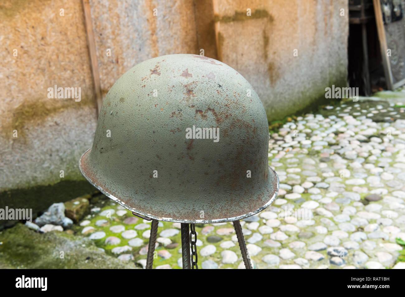 Helmet dating from the war with Serbia for sale, Bascarsija Bazar, Sarajevo, Bosnia and Herzegovina - Stock Image
