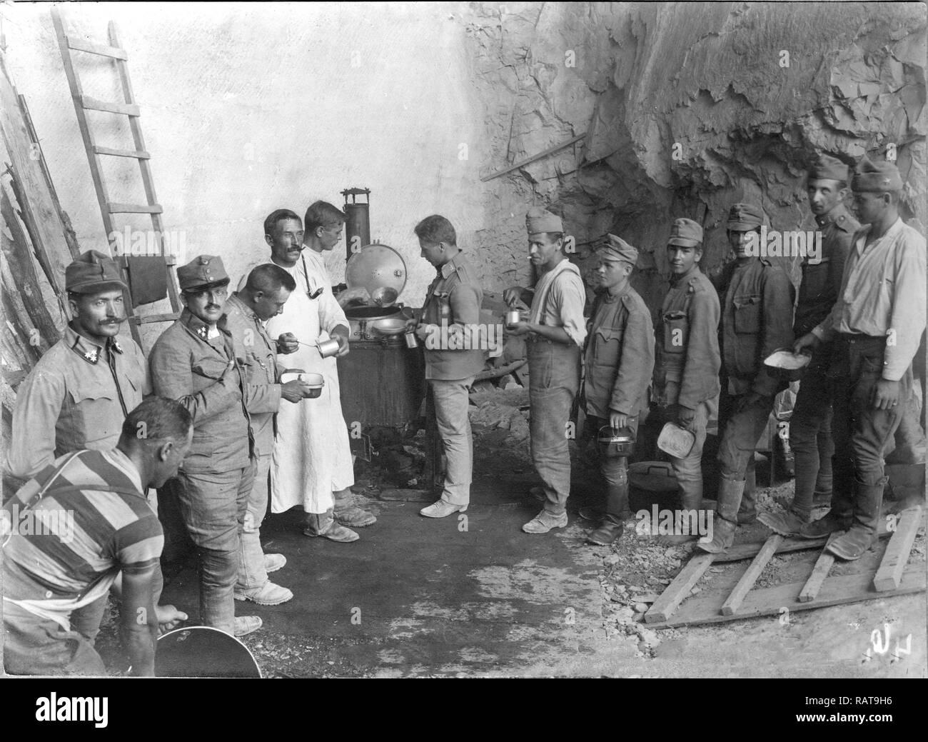 Austro-Hungarian soldier near field kitchen in Gorizia, 1916 - Stock Image