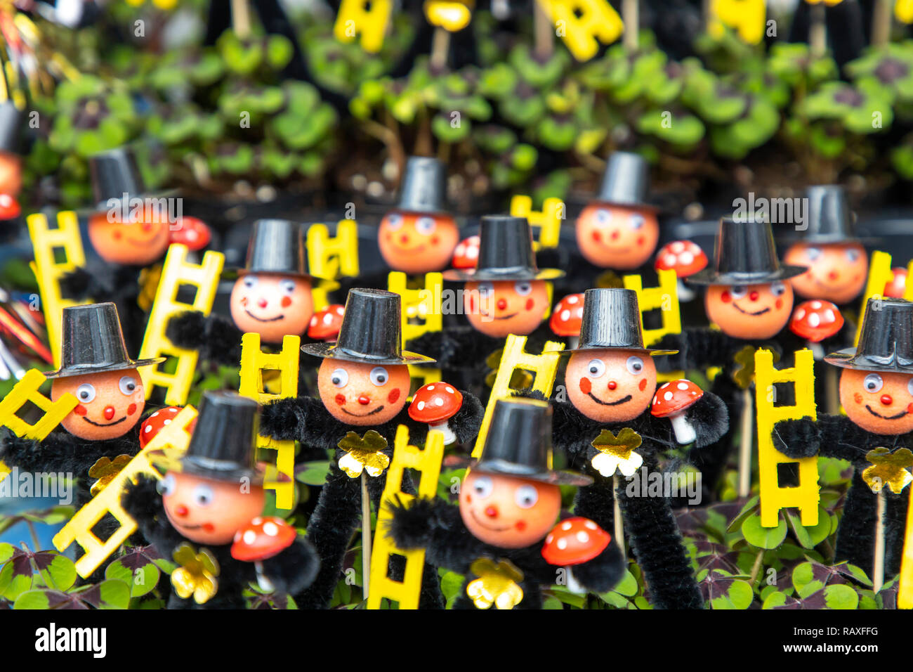 Neujahrchen, good luck charm at the beginning of the year, chimney sweep figures with lucky clover plant, Stock Photo