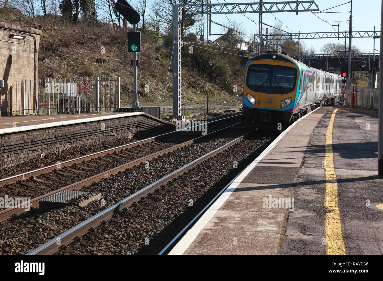 A TransPennine Express train approaching Platform 2 at Oxenholme station in the Lake District, Cumbria, northern England Stock Photo