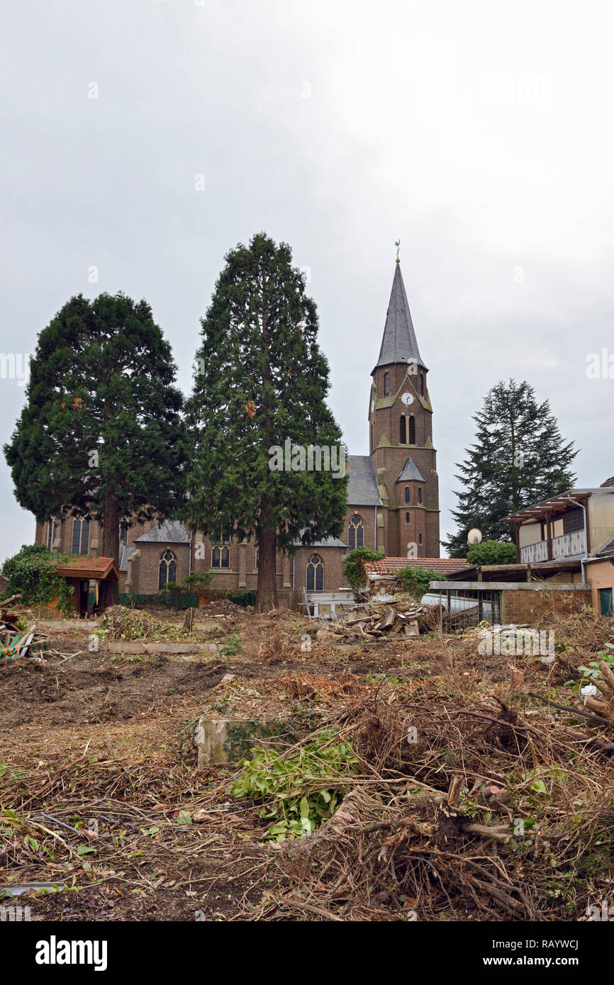 December 2018, Manheim, Kerpen-Manheim, Nordrhein-Westfalen, Germany  - Demolition of the church St. Albertus and vacated houses in preparation for th - Stock Image