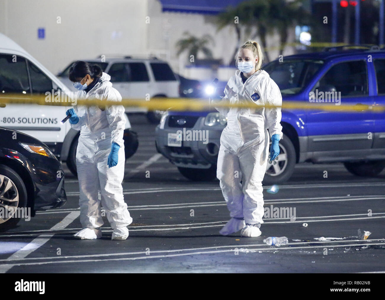 Los Angeles, California, USA. 5th Jan, 2019. Police officers and investigators work the scene after a fatal shooting in Torrance, California, Saturday, Jan. 5, 2019. Three people died in a shooting at a bowling alley in Torrance and four others were injured, authorities said. Credit: Ringo Chiu/ZUMA Wire/Alamy Live News - Stock Image