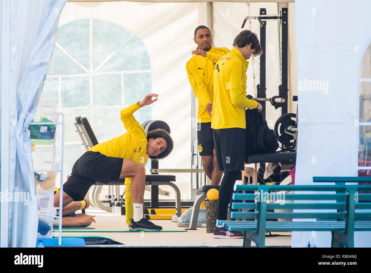 Marbella, Spain. 05th Jan, 2019. Soccer, training camp Borussia Dortmund. from left to right. Dortmund's Axel Witsel, Dortmund's Abdou Diallo and Dortmund's Torhueter Marwin Hitz complete the build-up heat program. Credit: David Inderlied/dpa/Alamy Live News - Stock Image