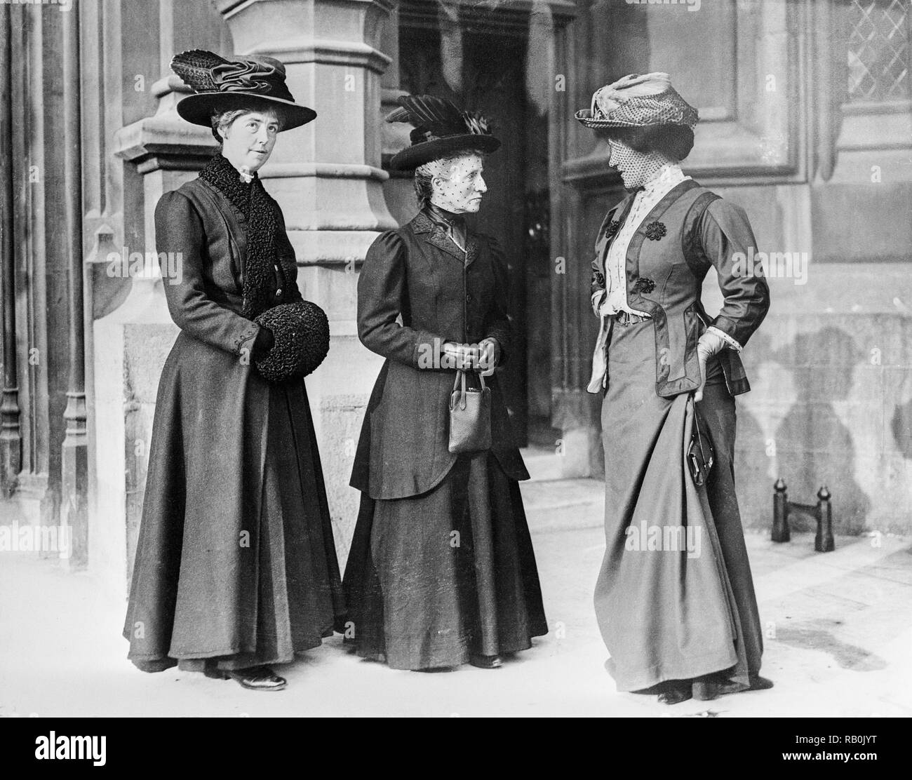 Three members of the women's suffragette movement in London around 1913. - Stock Image