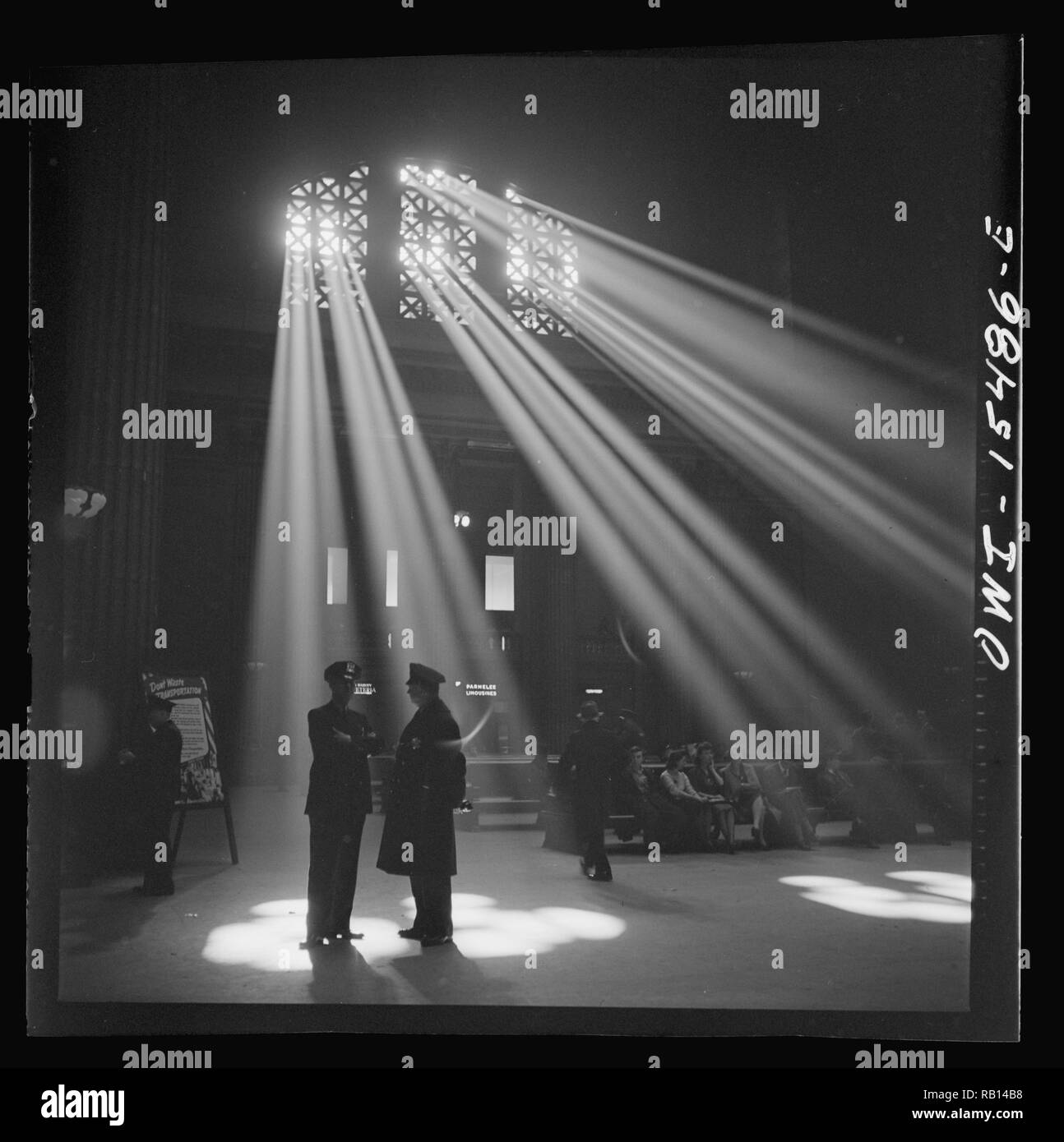 Delano, Jack, photographer. Chicago, Illinois. In the waiting room of the Union Station 1943.jpg - RB14B8  - Stock Image
