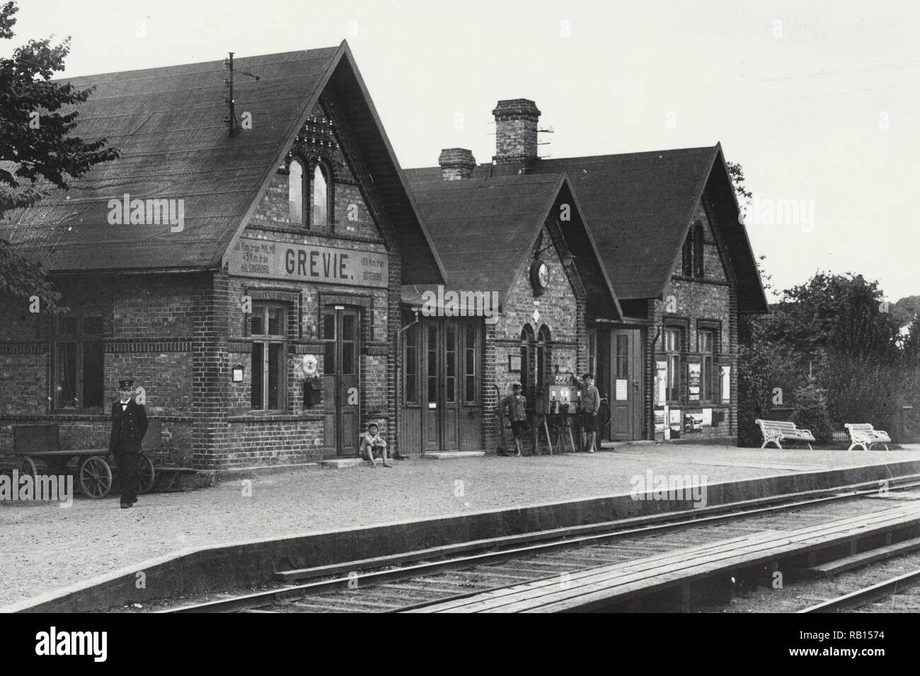 Train station Grevie 1920-talet, stationen Gammalt fotografi.jpg - RB1574  - Stock Image