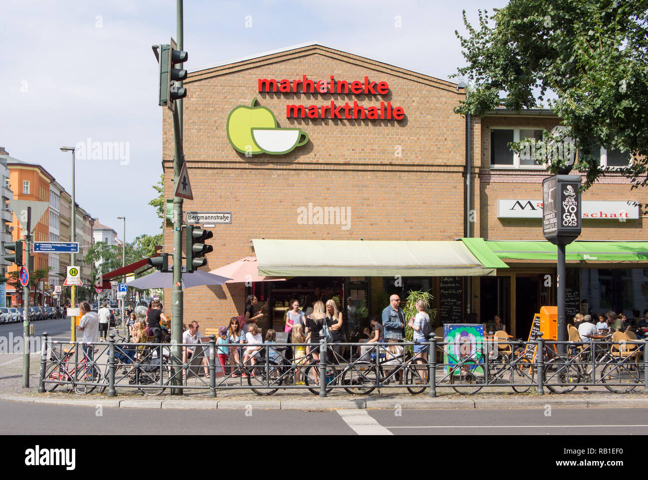 BERLIN, GERMANY - JULY 9, 2017: Tourists In Front of Marheineke Markthalle, Market In Berlin-Kreuzberg - Stock Image