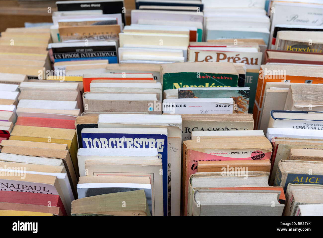Second-hand books, French, outside antiquarian bookshop, Paris, France - Stock Image