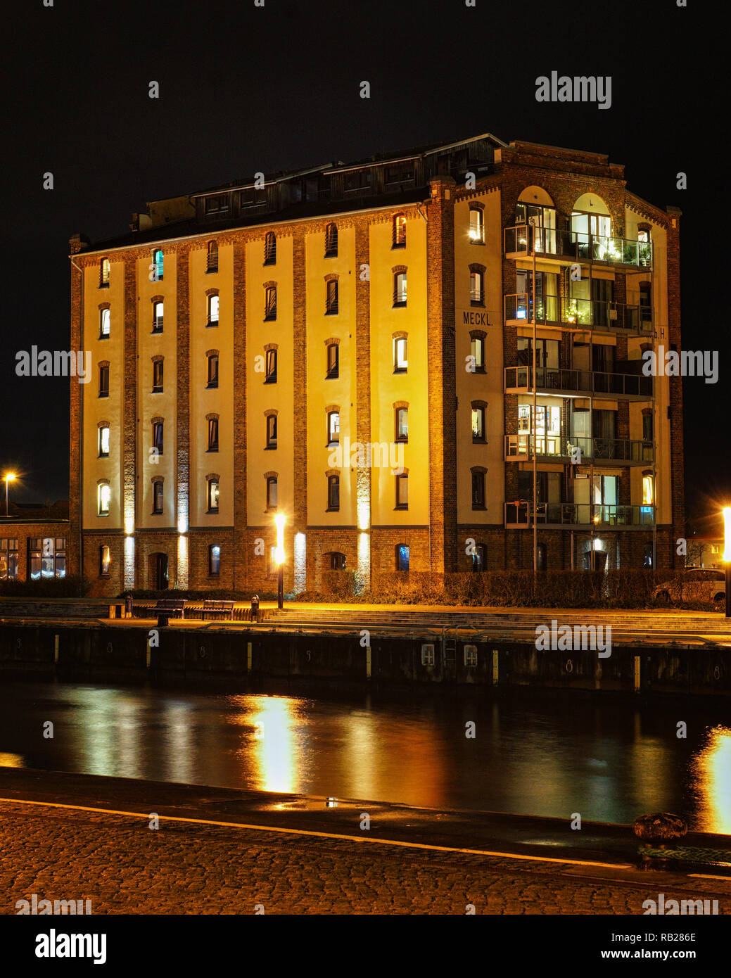 Old house in the harbor of Wismar at night. - Stock Image