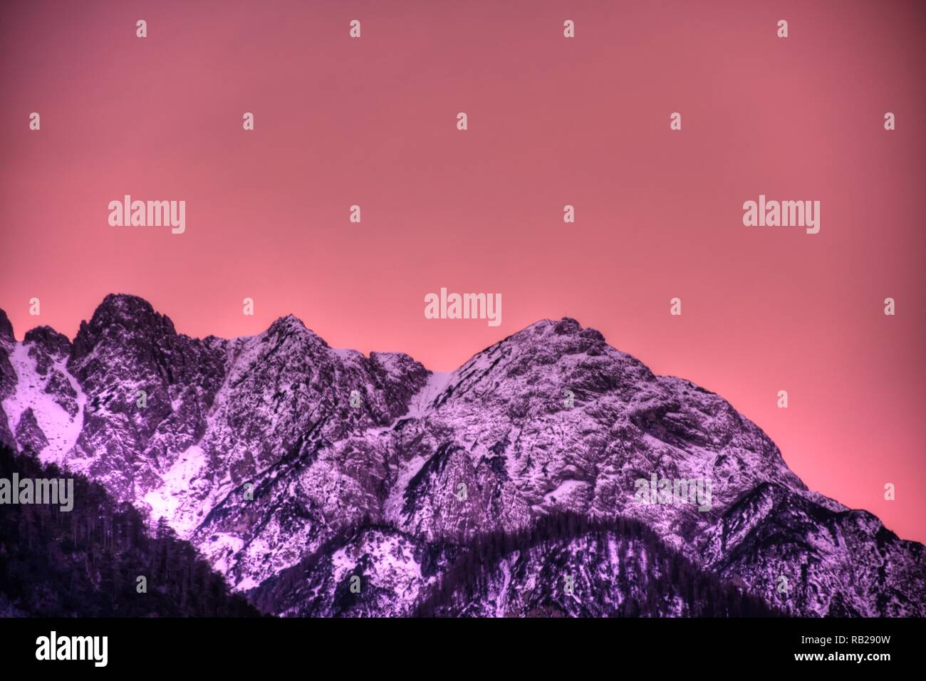 Osttirol, Lienzer Dolomiten, Lienz, Winter, Schnee, Gipfel, Dämmerung, Abend, Abendrot, Abenddämmerung, Morgen, Morgenrot, Morgendämmerung, Spitzkofel - Stock Image