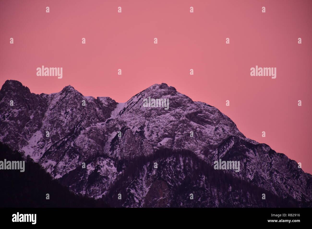 Osttirol, Lienzer Dolomiten, Lienz, Winter, Schnee, Gipfel, Dämmerung, Abend, Abendrot, Abenddämmerung, Morgen, Morgenrot, Morgendämmerung, Spitzkofel Stock Photo