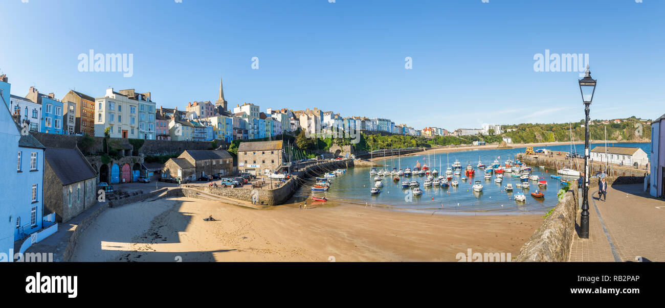 Panorama: panoramic view of Harbour Beach and historic waterfront buildings, Tenby, a walled seaside town, Carmarthen Bay, Pembrokeshire, south Wales - Stock Image